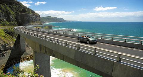 新南威尔士州 (NSW) 南海岸 (South Coast) 的海崖大桥 (Sea Cliff Bridge)
