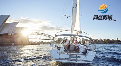 朋友们在悉尼的悉尼港扬帆航行。