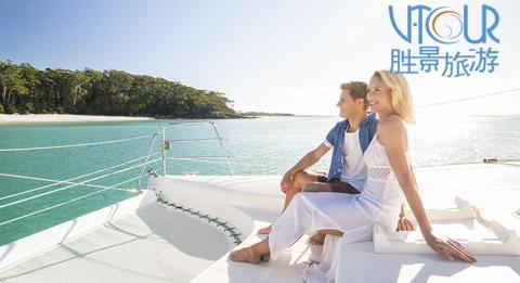 夫妇与豪华游艇租赁在水上享受浪漫的一天杰维斯湾