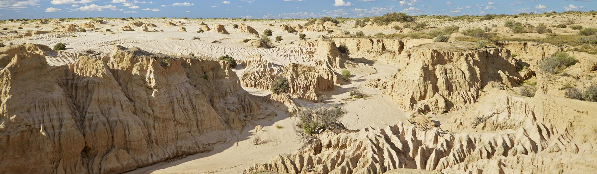 蒙哥国家公园 (Mungo National Park) 的中国墙 (Walls of China)