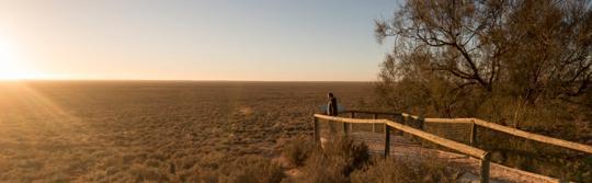 新南威尔士州 (NSW) 内陆国家公园的蒙哥瞭望台 (Mungo Lookout)