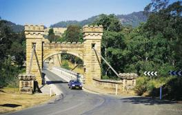 袋鼠谷 (Kangaroo Valley) 历史悠久的汉普登桥 (Hampden Bridge)