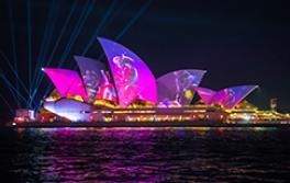 南方植物群芭蕾舞团的灯光投射在悉尼歌剧院中缤纷悉尼灯光音乐节2019